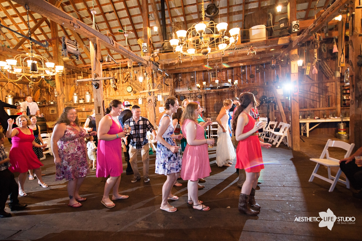 rustic_barn_wedding_115.jpg
