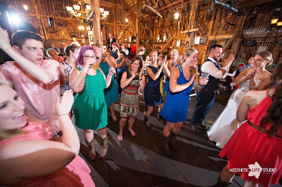 rustic_barn_wedding_116.jpg