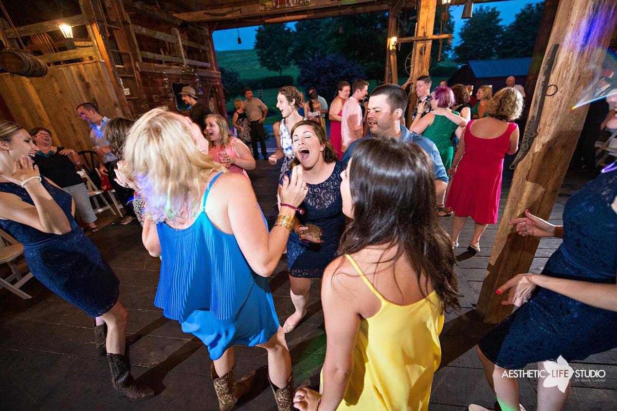rustic_barn_wedding_118.jpg