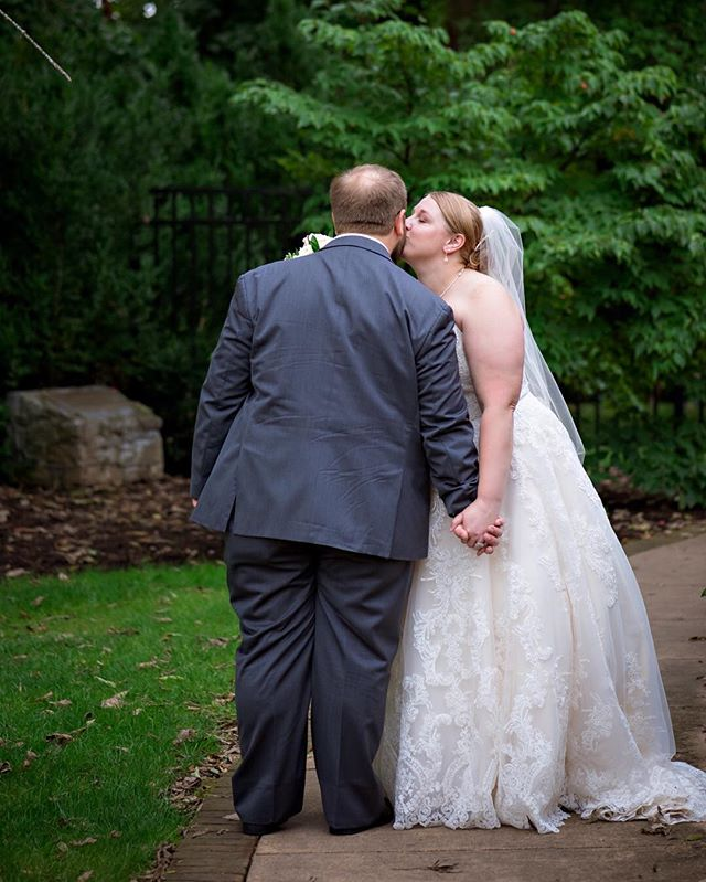 Allison & Tim ⠀⠀⠀⠀⠀⠀⠀⠀⠀ #weddingday #wedding #weddingwire #weddingphotogrphy #weddingphotographer #weddingphoto #bride