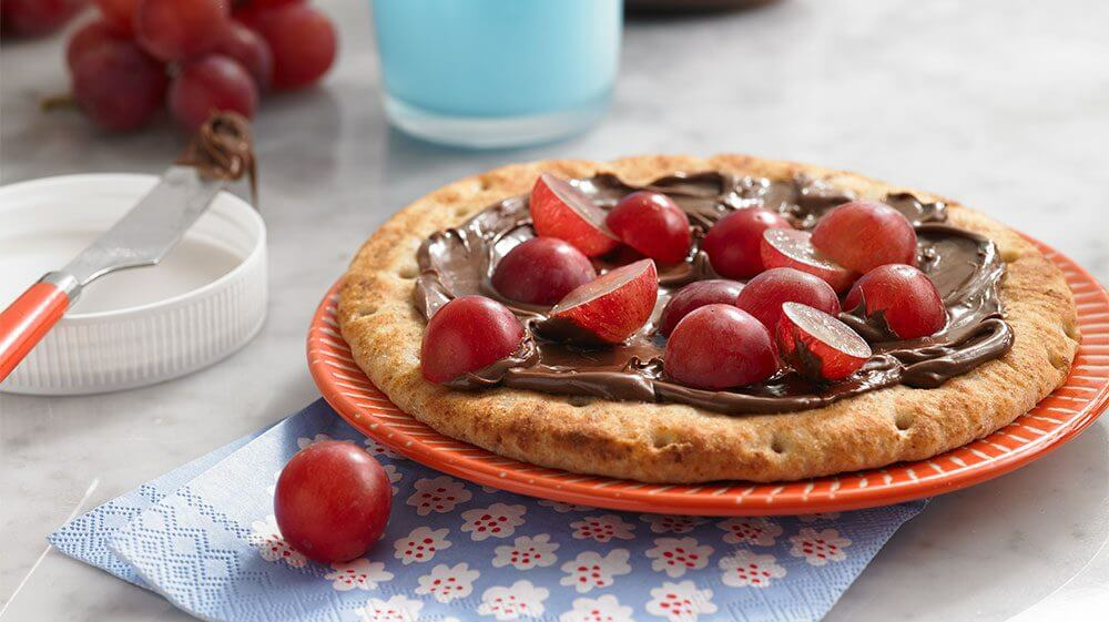 grapes-snacks-chocolate_pizza_with_grapes.jpg