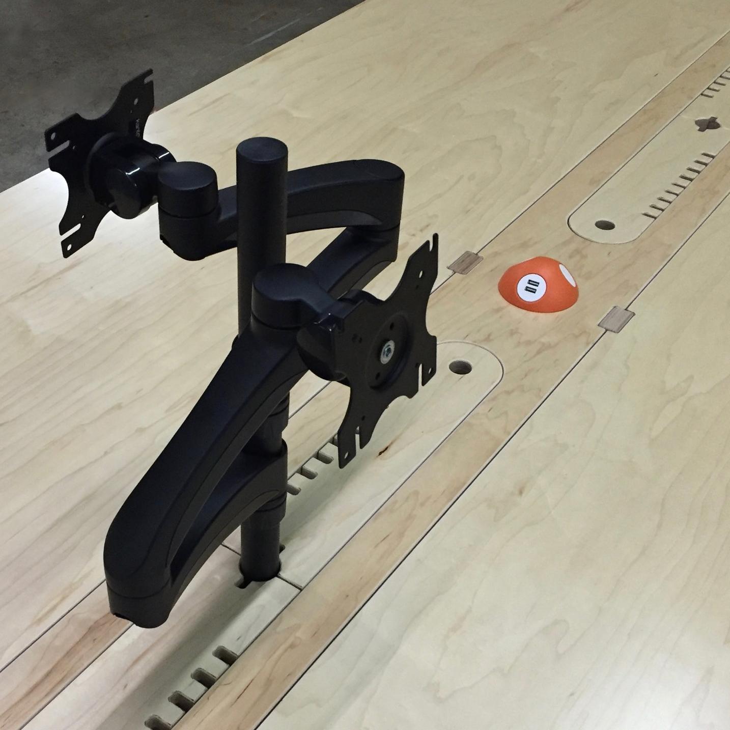 Quad-Monitor Table -