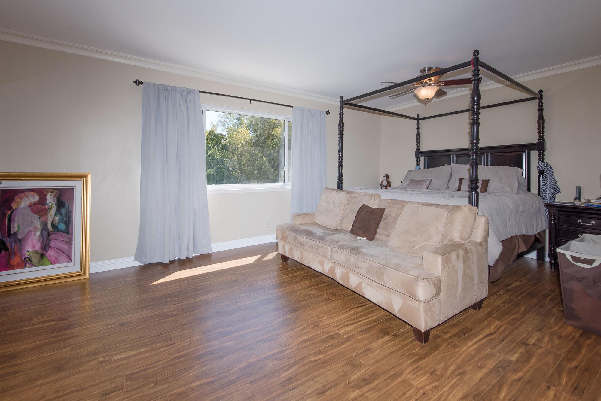 2000px-Master_Bedroom_B.jpg