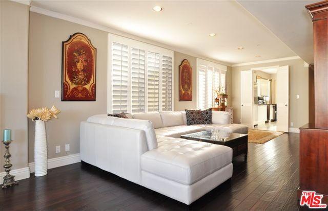 livng room furniture.jpg
