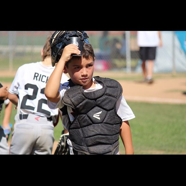 Great 📸 of this standout all star catcher by Sandy (mom of another All star). Kids won another 🏆 today! Great work @encinolittleleague 7U All Stars.