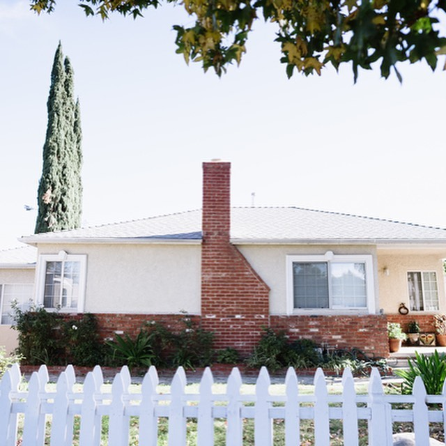 Just Listed   📍6946 Jellico St   Lake Balboa   Duplex   LP: $795,000 . . . Open Sunday 2-5pm  Charming duplex on beautiful tree lined street in desirable Lake Balboa. A legal duplex with two completely separate houses. Front house is a 3 bedroom and 1.5 bath house with a huge backyard. Features include an open floor plan, chef's kitchen with granite countertops, and has a plethora of windows allowing natural light to flood the property. Possibly the front house could be delivered vacant if buyer wants. Separate back house has it's own private yard, open floor plan, and a ton of nice upgrades. Comes with a high quality tenant paying $1700/mo currently. All on an oversized lot OVER 8,00 sq. ft! A great opportunity for either an investor to collect solid rents or owner/user to live in one and collect rent to help with the mortgage on the other.