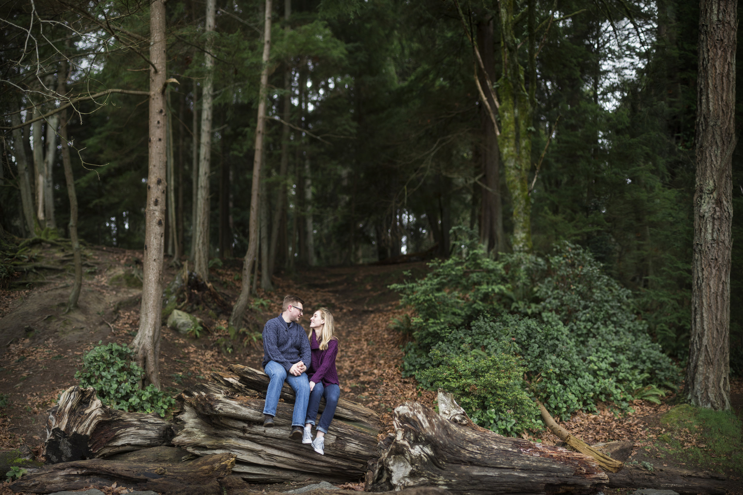Seattle-Tacoma-Wedding-Engagement-Photographer-Jaeda-Reed-Point-Defiance-Park-01.jpg