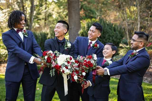 Sometimes the groomsmen want to be beautiful too. ⠀⠀⠀⠀⠀⠀⠀⠀⠀ #pnwweddingphotographer #seattleweddingphotographer #tacomaweddingphotographer #bride #bouquet #weddingideas #tacomawedding #seattlewedding #pnwwedding