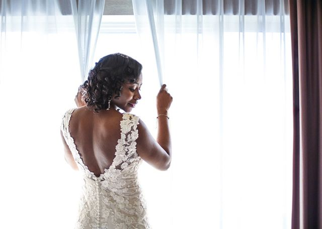 I'm a sucker for a great profile, and living for the plunging back on this dress. ⠀⠀⠀⠀⠀⠀⠀⠀⠀ #pnwweddingphotographer #seattleweddingphotographer #tacomaweddingphotographer #bride #weddingideas #tacomawedding #seattlewedding #pnwwedding