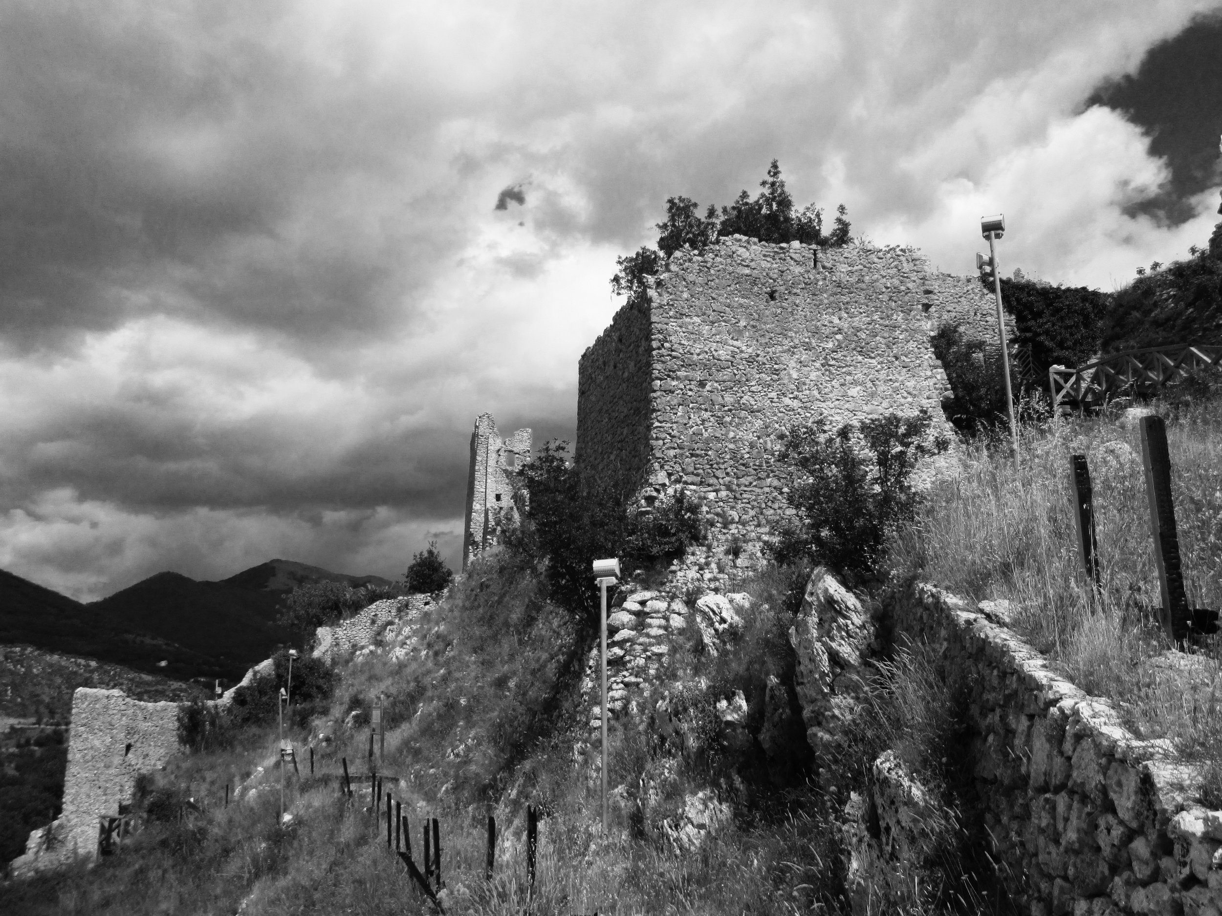 The ruins of St. Thomas' childhood home/castle (photo credit: Daniel dikman)