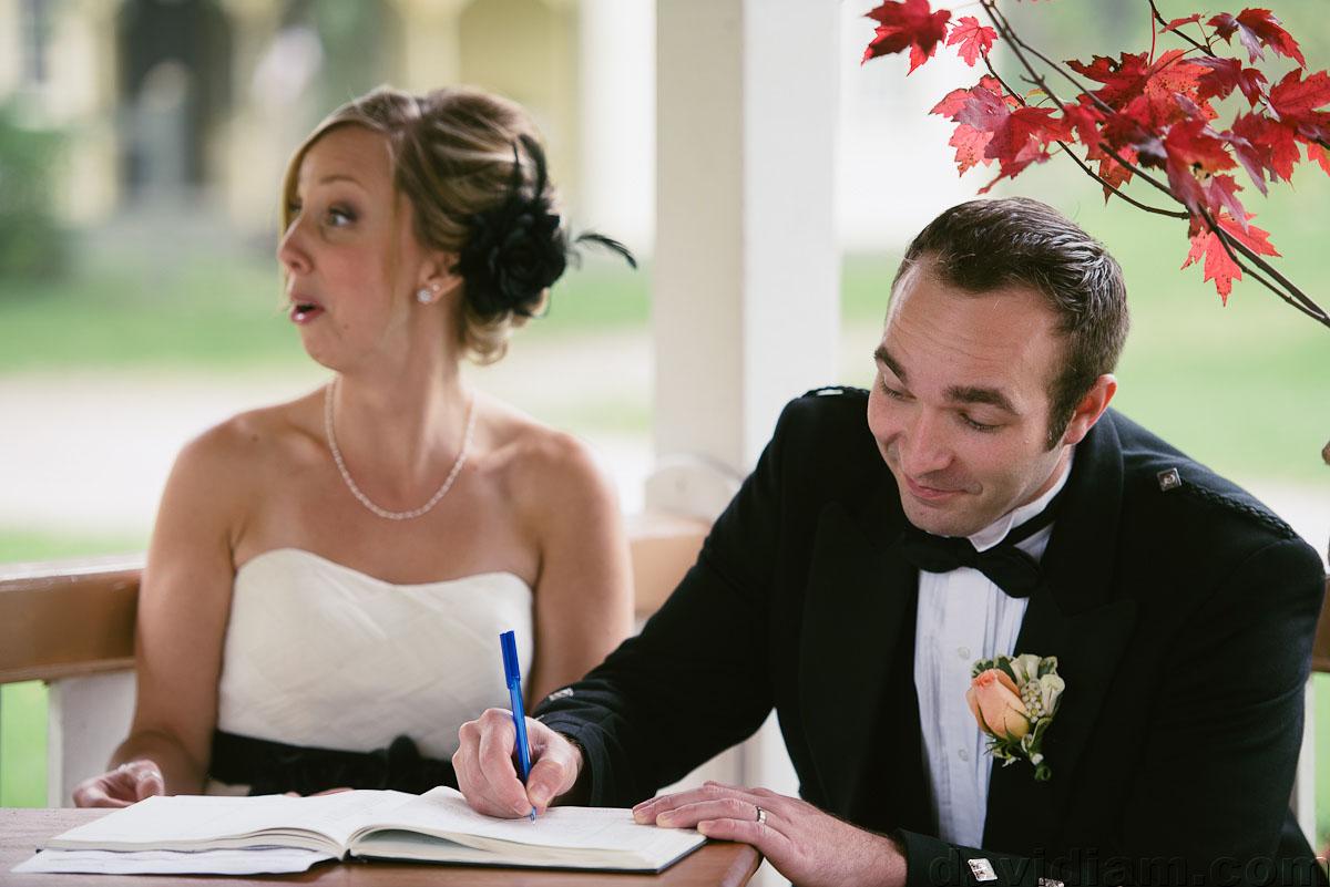 Pioneer-Villiage-London-Wedding-Photographer-038.jpg