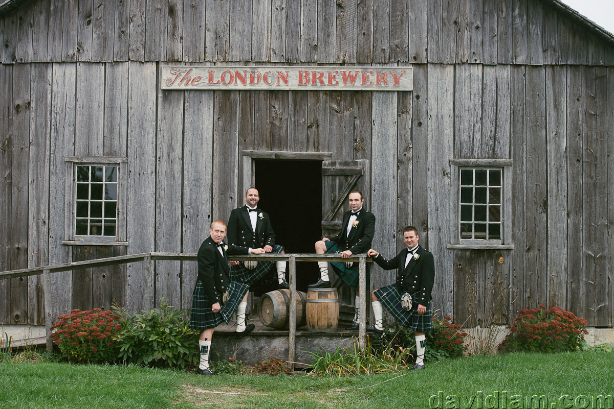 Pioneer-Villiage-London-Wedding-Photographer-048.jpg