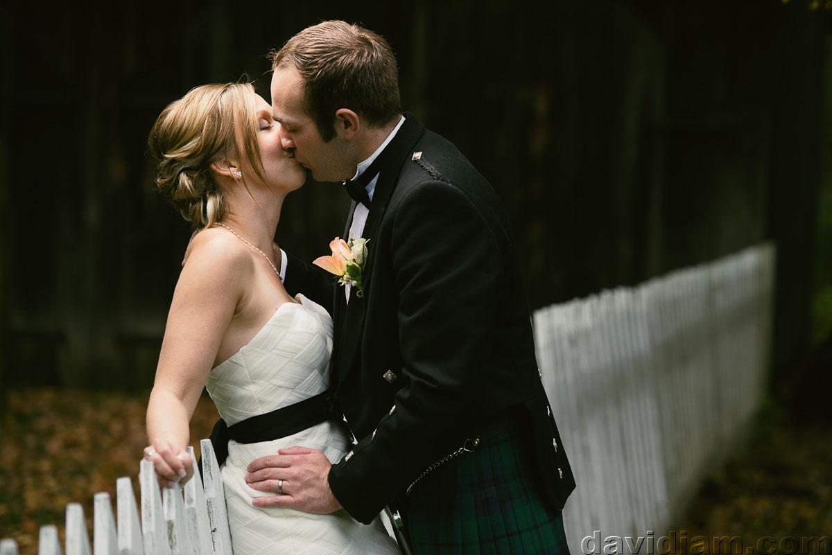 Pioneer-Villiage-London-Wedding-Photographer-058.jpg