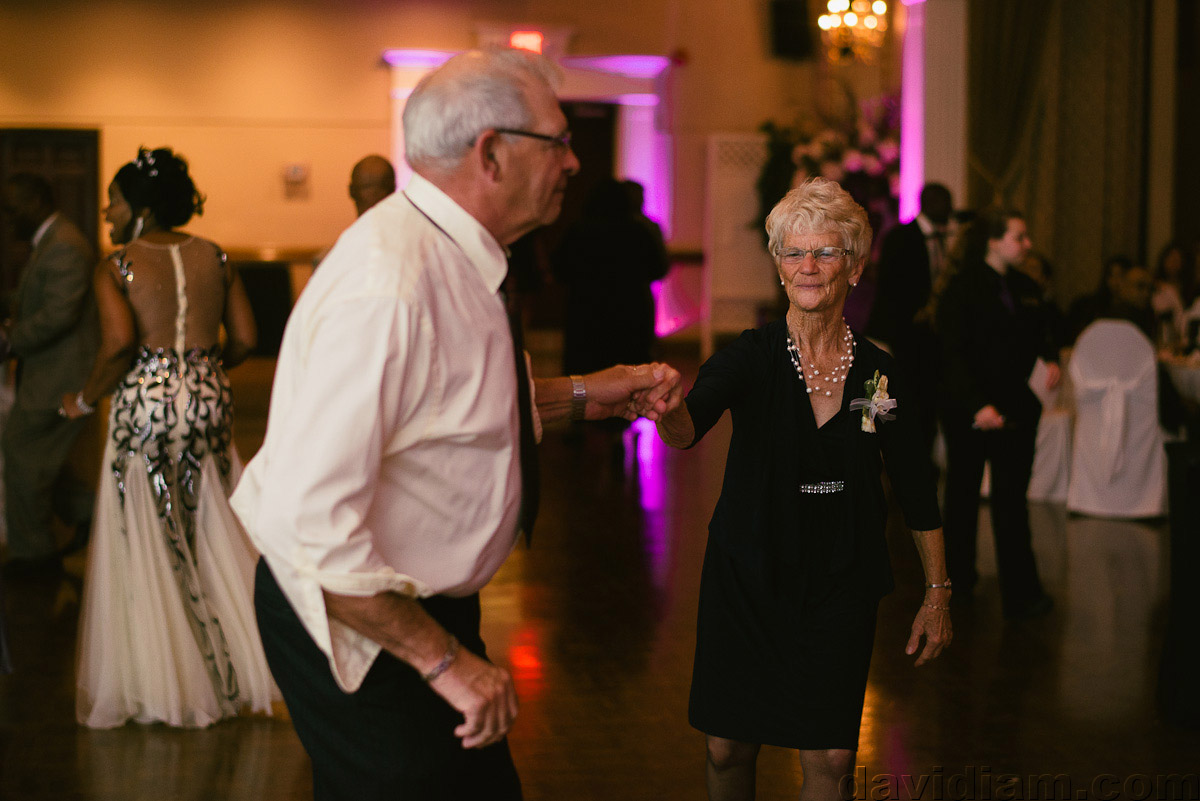 Burlington-Wedding-Photographer-Carmens-Hamilton-Photography-059.jpg