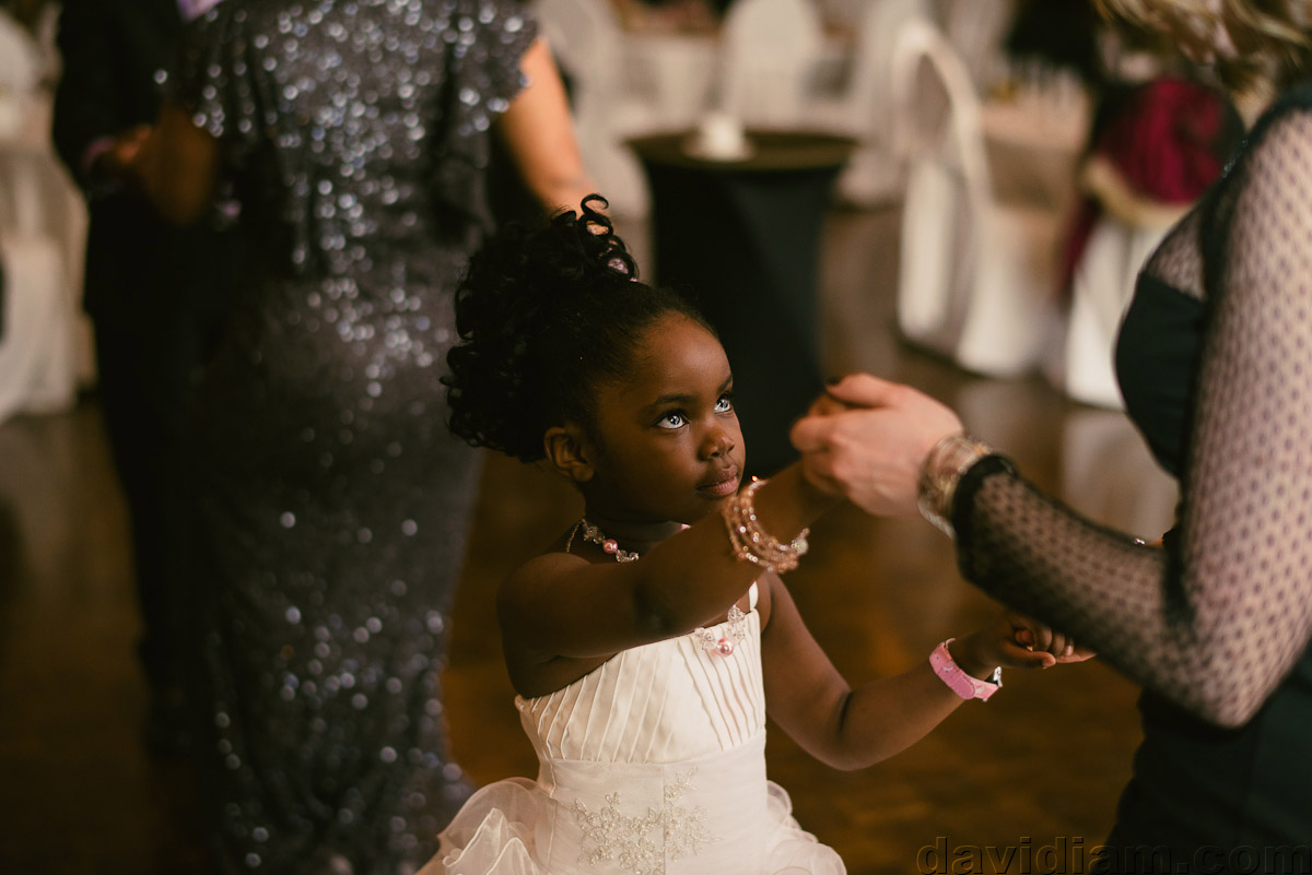Burlington-Wedding-Photographer-Carmens-Hamilton-Photography-065.jpg