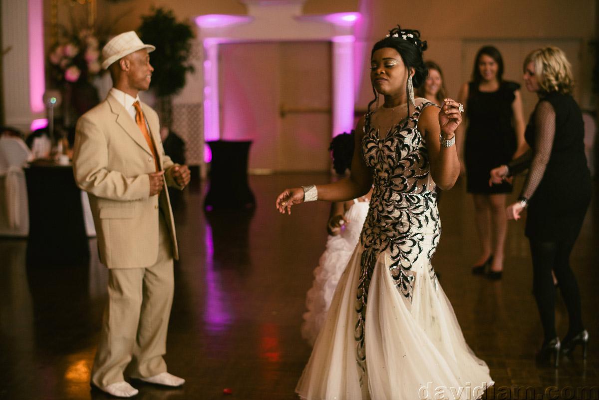 Burlington-Wedding-Photographer-Carmens-Hamilton-Photography-067.jpg