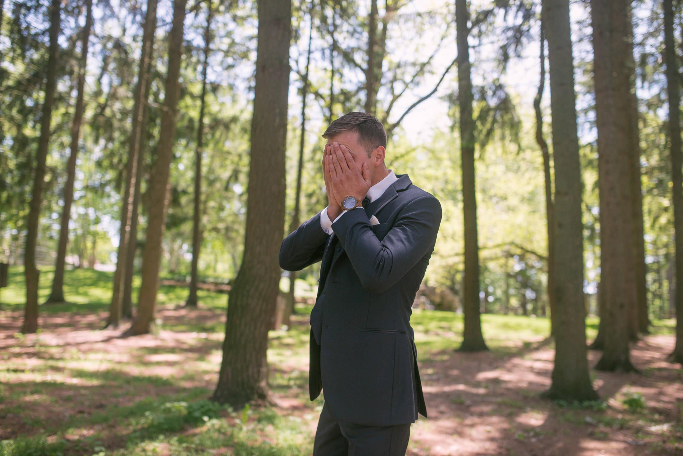 groom-first-look-reveal