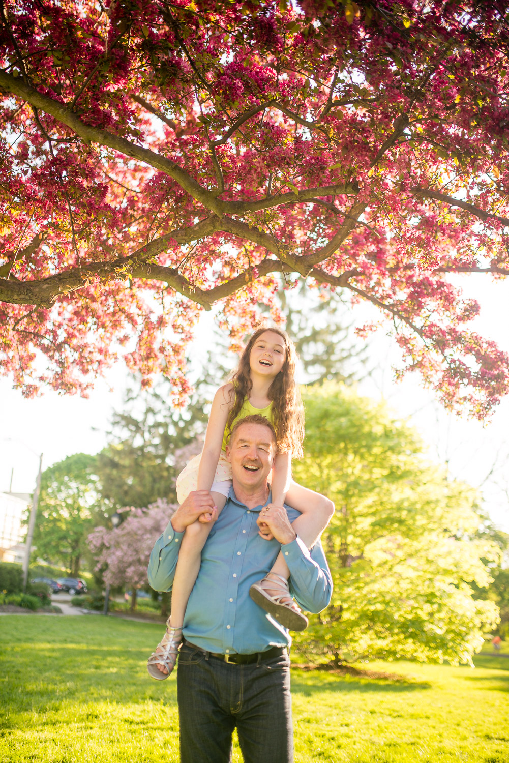 dad-daughter-family-photographer-blossoms.jpg