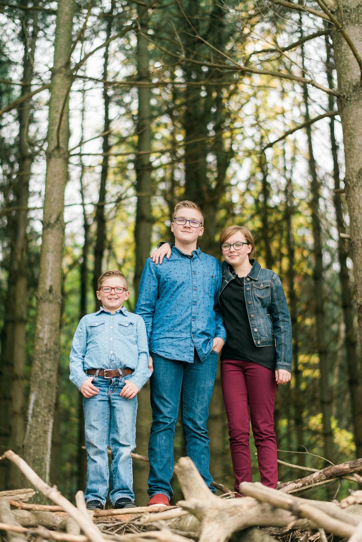 siblings-pine-trees-photos.jpg