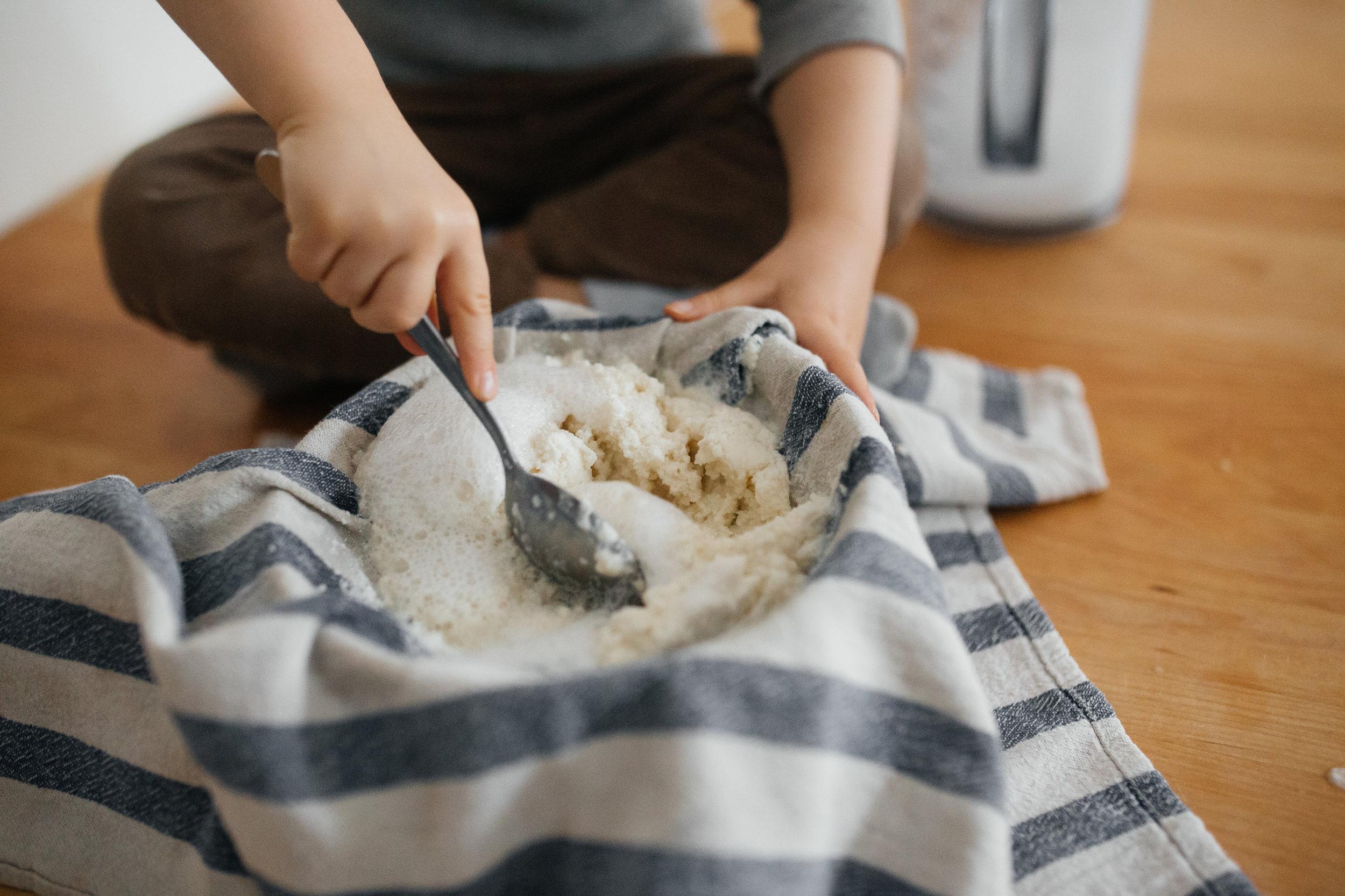 La belle pulpe de noix ira dans nos pains, dans notre granola, dans nos boules d'énergie et nos smoothies.