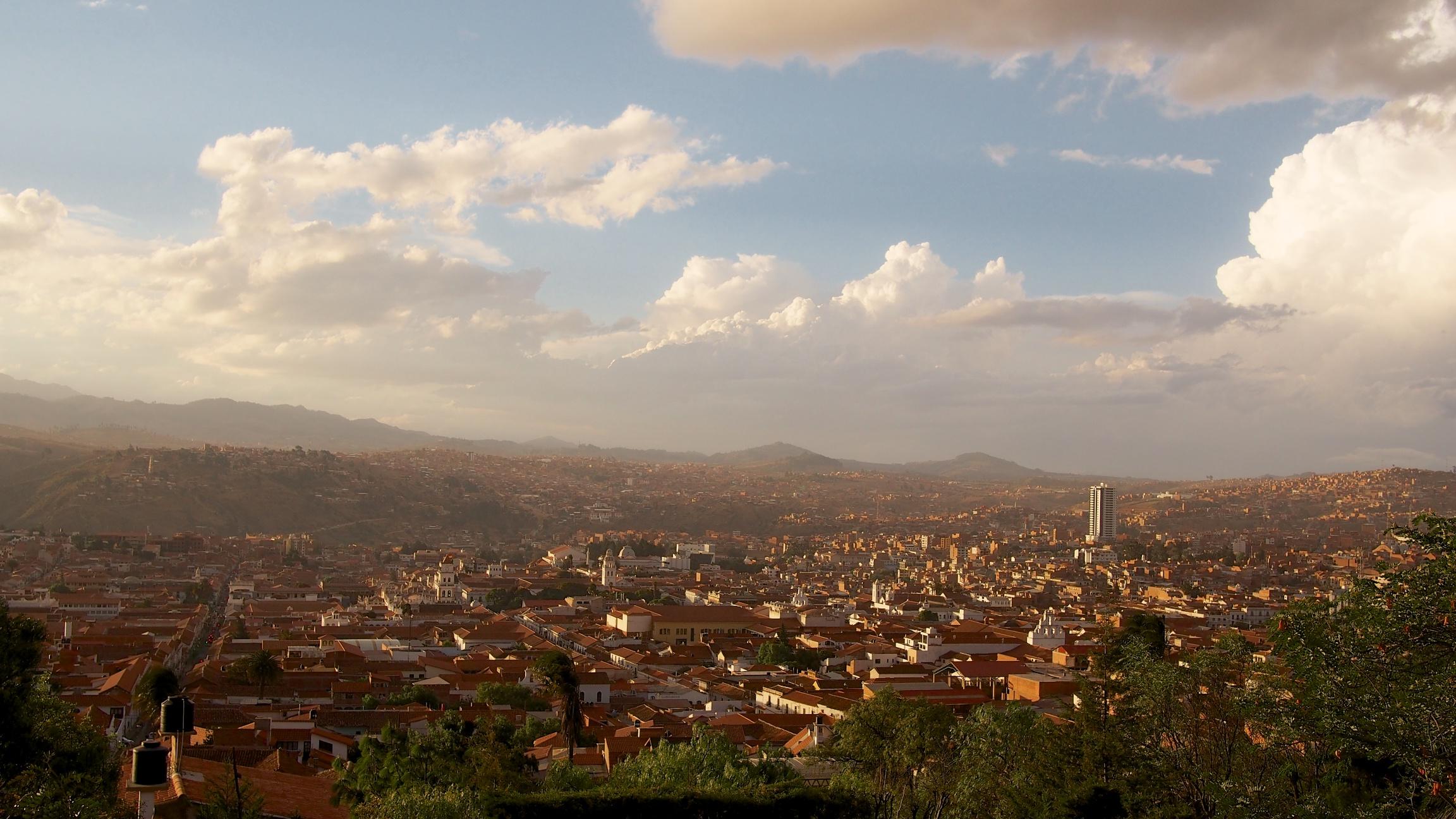 View of the city at dusk from near Recoleta and Plaza Plaza Pedro de Anzúrez