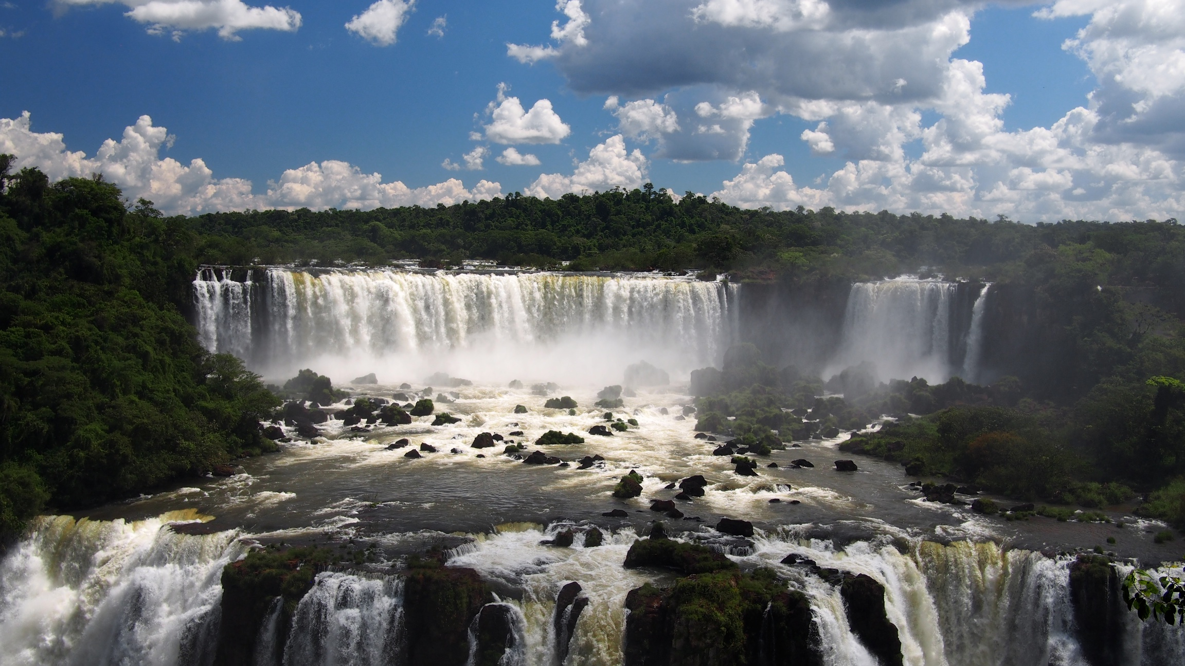 Salto Tres Mosqueteros y Salto Rivadavia from the Brazil side