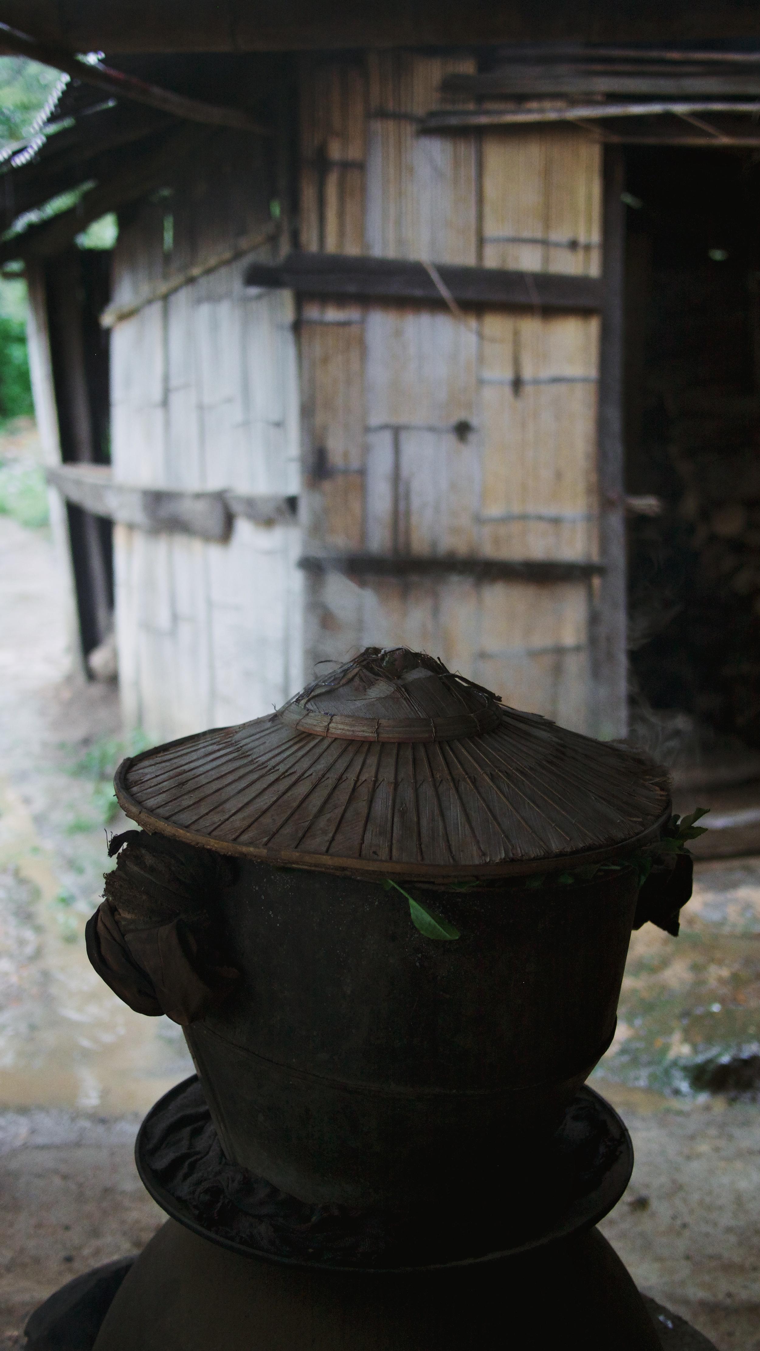 Tea-leaf steaming contraption