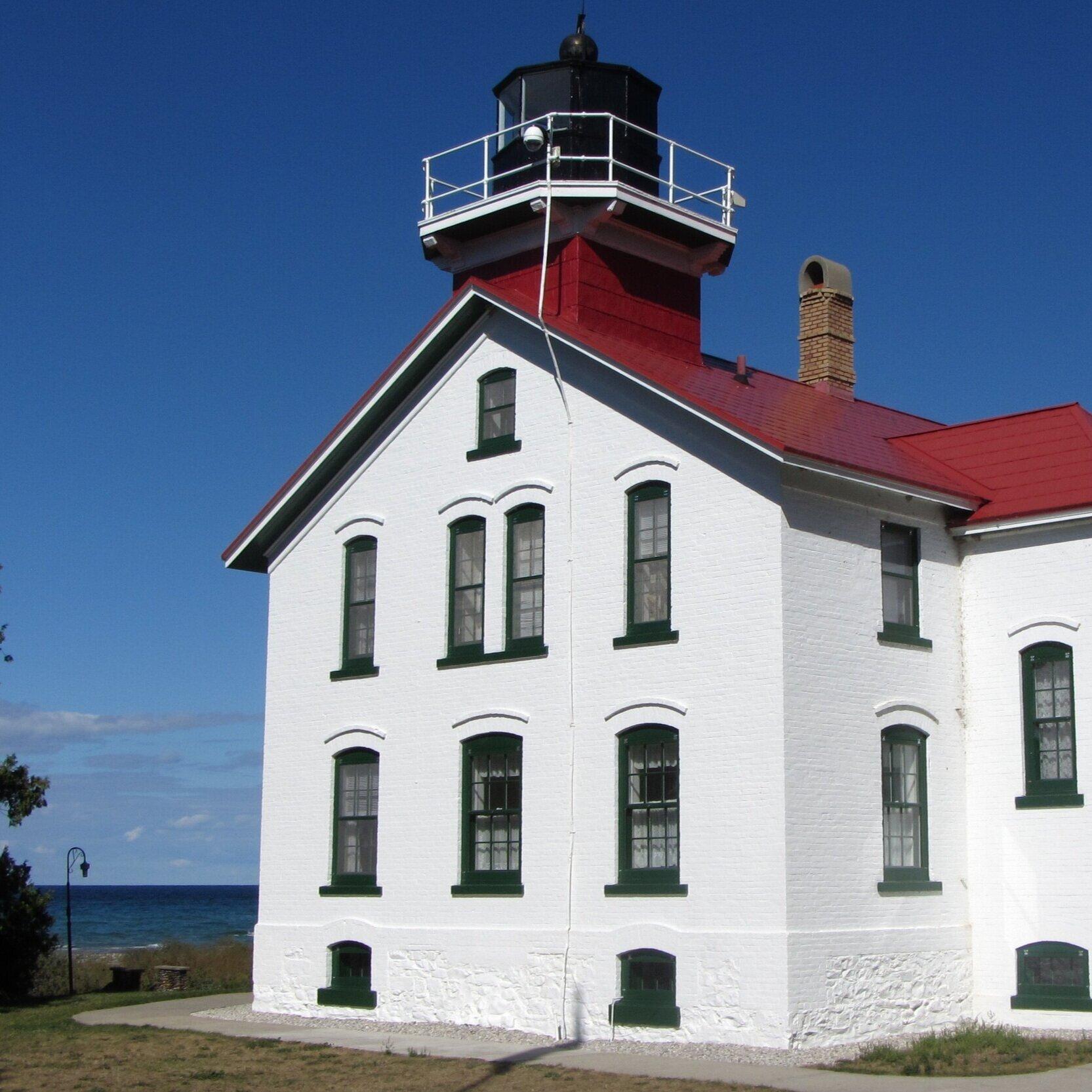 The_Grand_Traverse_Lighthouse_on_Lake_Michigan.jpg