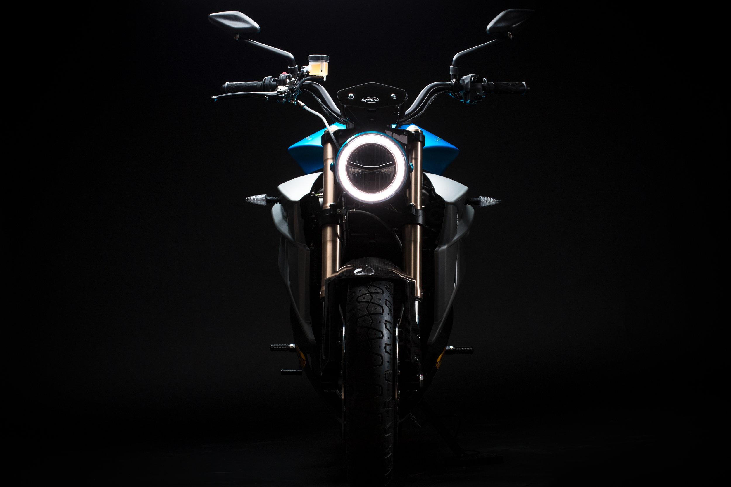 Energica-Eva-EsseEsse9-Shocking-Blue-credit-Luciano-Consolini-1.jpg