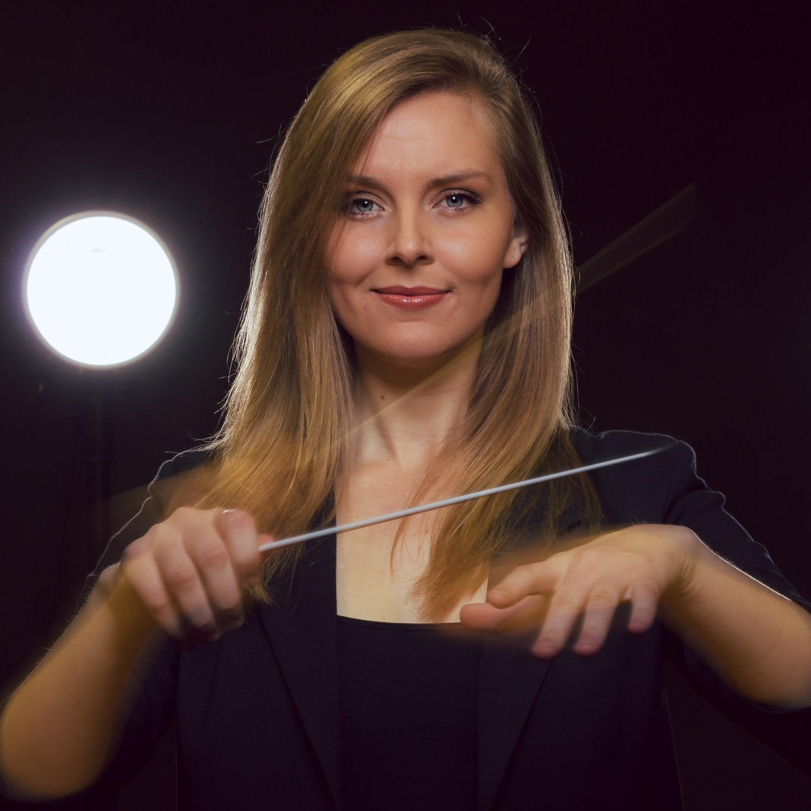 Kari Francis, Associate Artistic Director, Sirens of Gotham