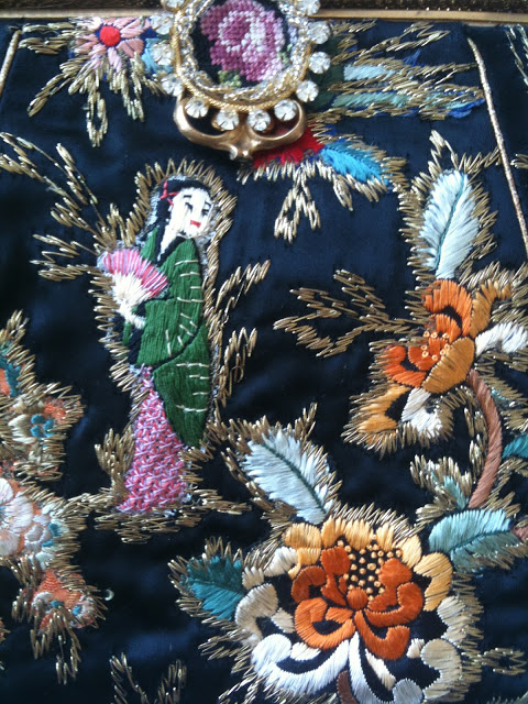 3+DRESS+chinoiserie+embroidered+vintage+purse+photo+Doreen+Creede+Style+Maniac+IMG_2945.JPG