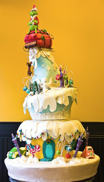 4+Grinch+Cake+via+Janet+Courrege+Pinterest.jpg
