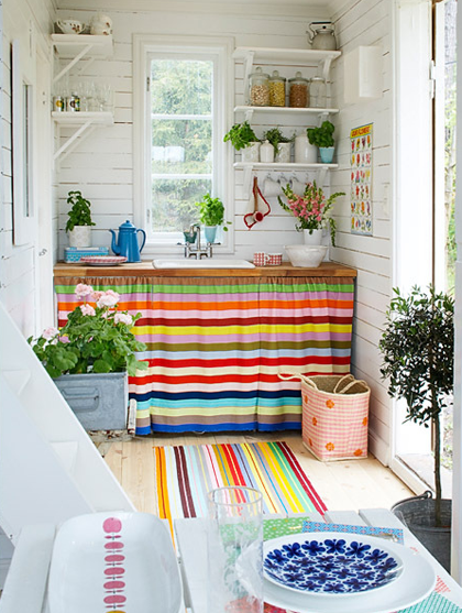 6+KITCHEN+with+colorful+stripes+via+My+Paradissi+photo+by+Magnus+Selander.jpg