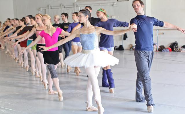 Arantxa with soloist Francis Veyette and (2nd row) soloist Barette Vance with corps de ballet dancer Andre Vytoptov.   (Photo: Alexander Iziliaev)