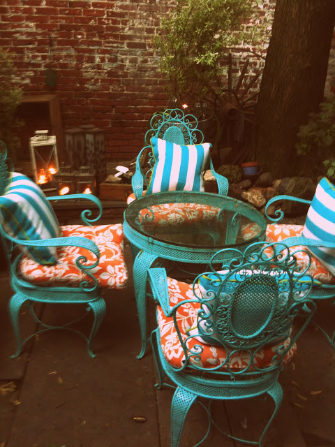 The charming backyard of artist  Denise Fike  / photo: Doreen Creede
