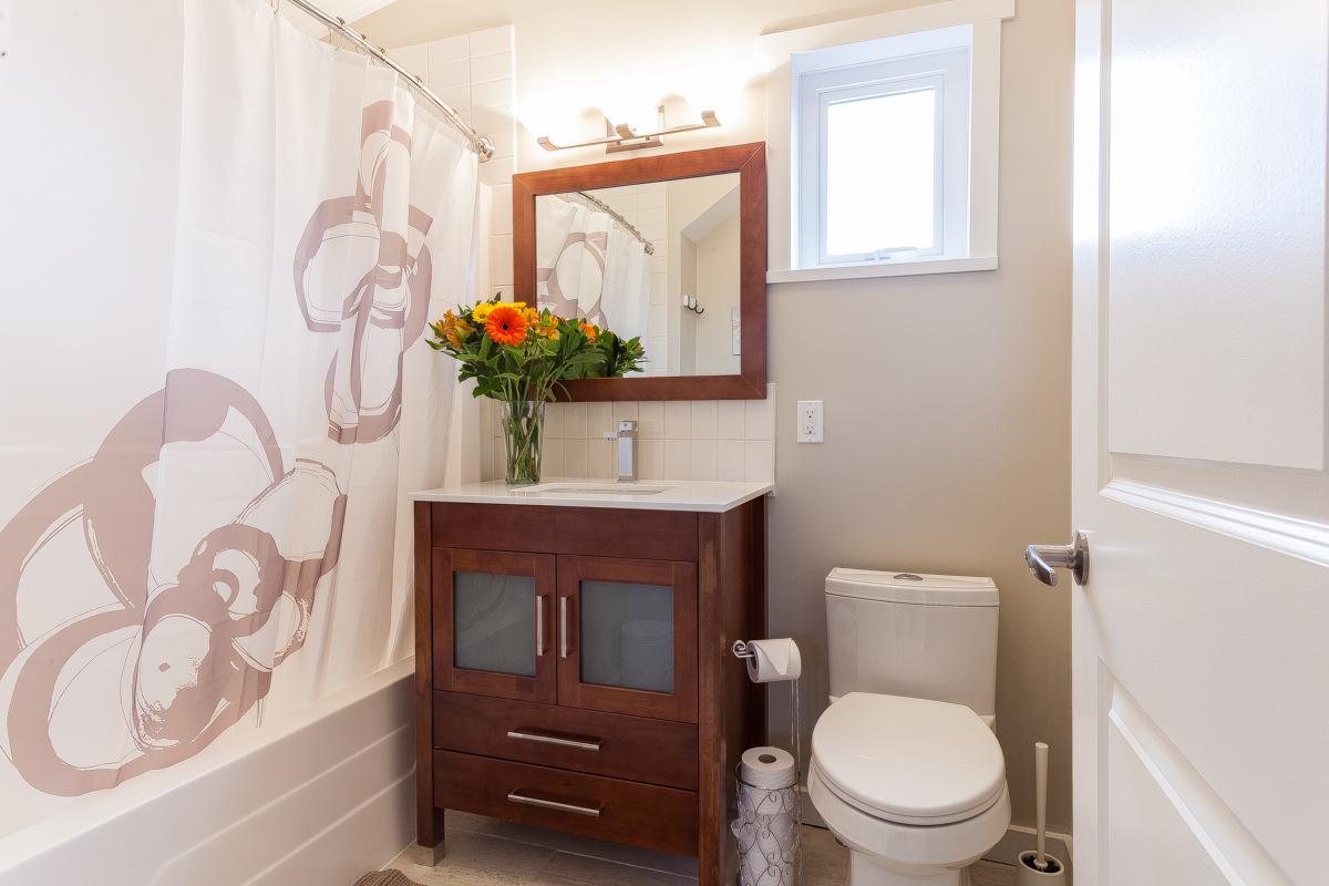 mainbathroom-upperfloor.jpg