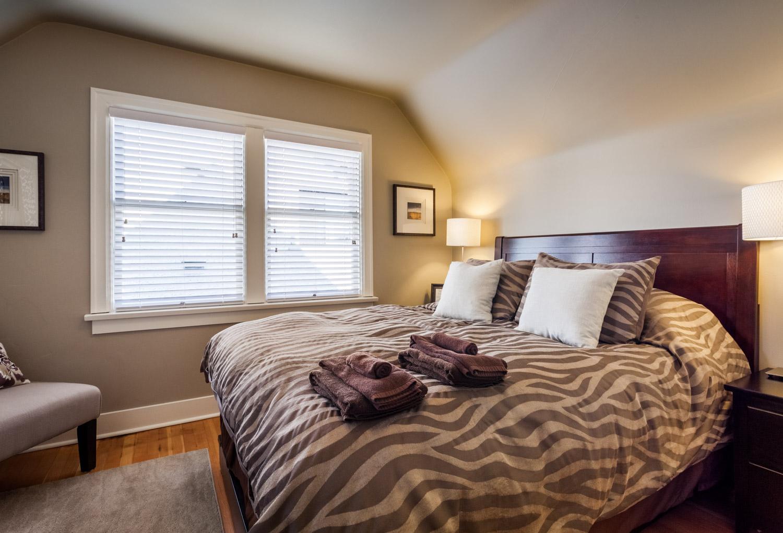 16 upstairs_east_bedroom_MG_4748-HDR.jpg