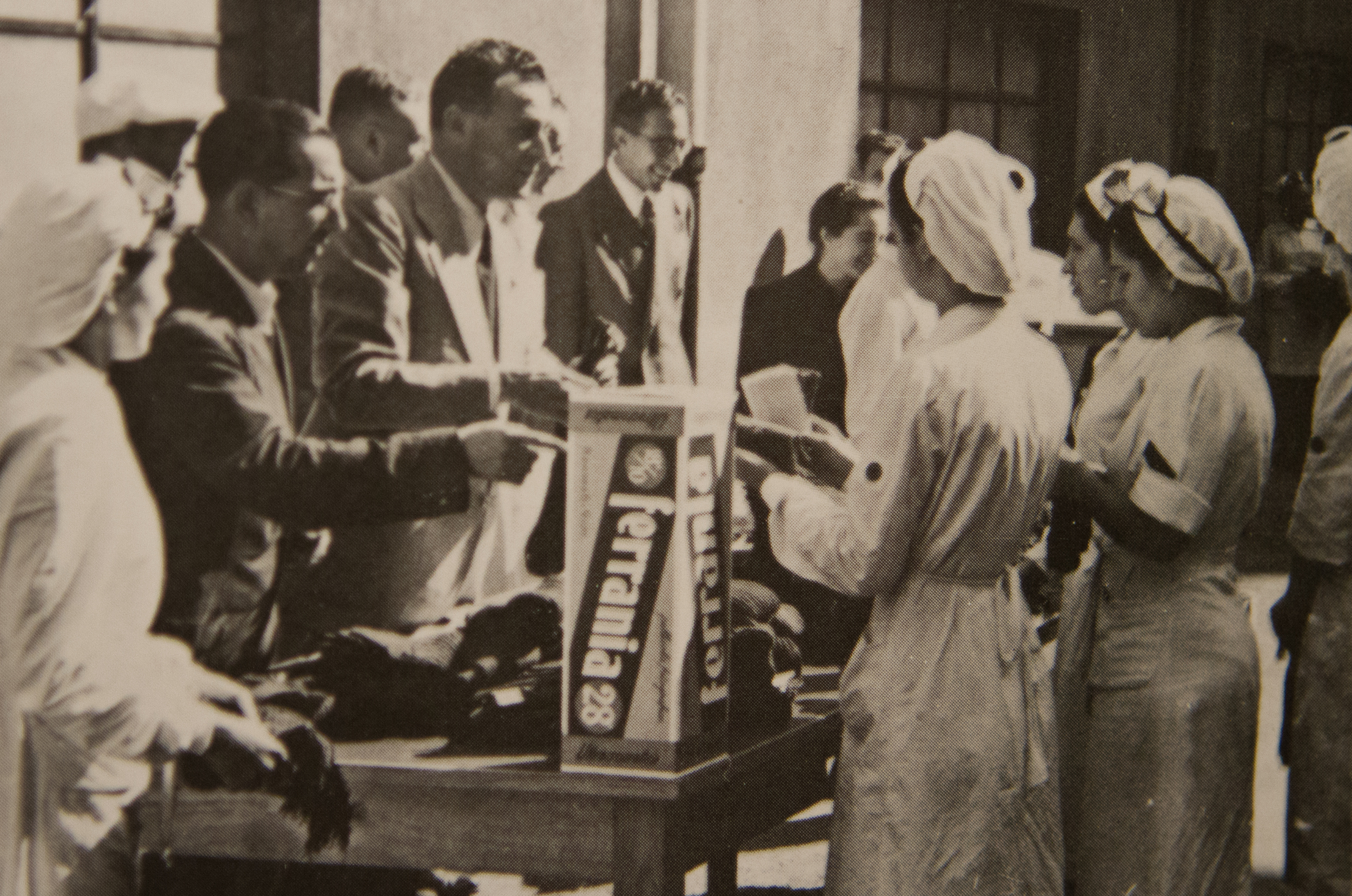 Ferrania employees donate clothes for soldiers in 1940