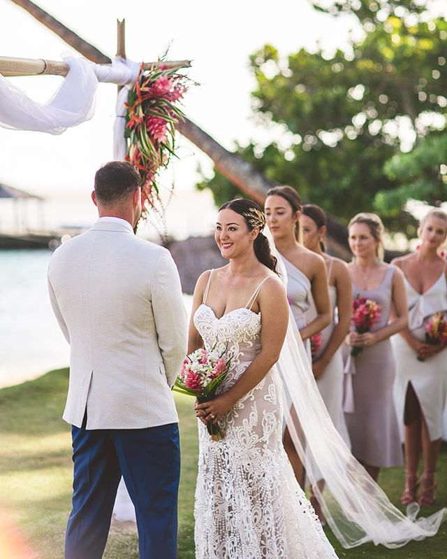 @oliviakmackinnon & @nathanjplummer dreamy ceremony in Fiji 💛