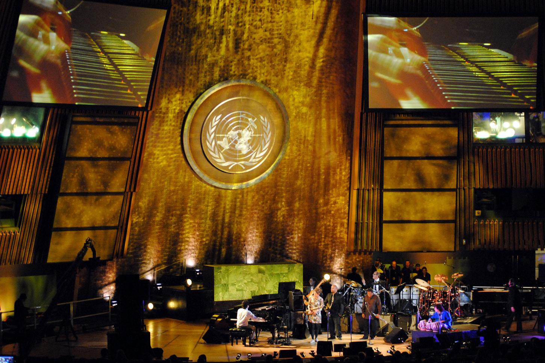 l to r: Tarek Yamani, Tineke Postma, Richard Bona, Troy Roberts, Wayne Shorter, Vinnie Colaiuta, Zakir Hussein.Image courtesy of World Stage