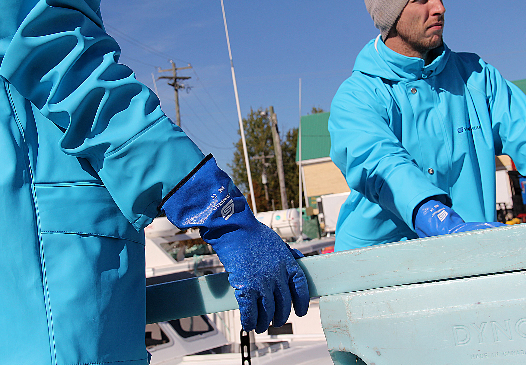 blue_rain_gear_gloves_2_men.jpg