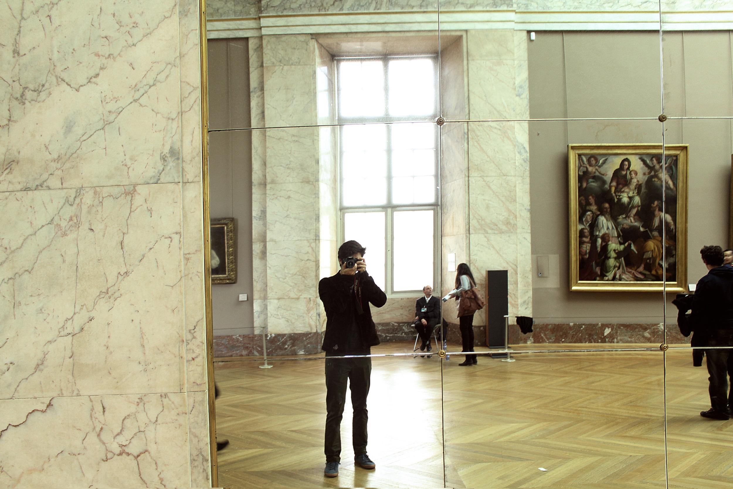 Paris_louvre_selfie.jpg