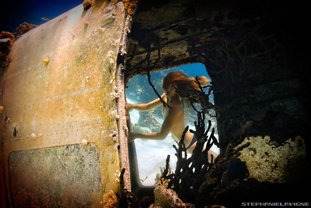 StephLaVigne-Underwater-Mermaid-Girl-AIrplane-UW8541w.jpg