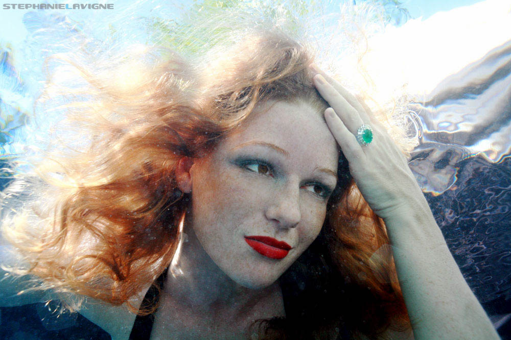 StephLaVigne-Underwater-Model-Emerald-Ring-Jewelry-0127.jpg