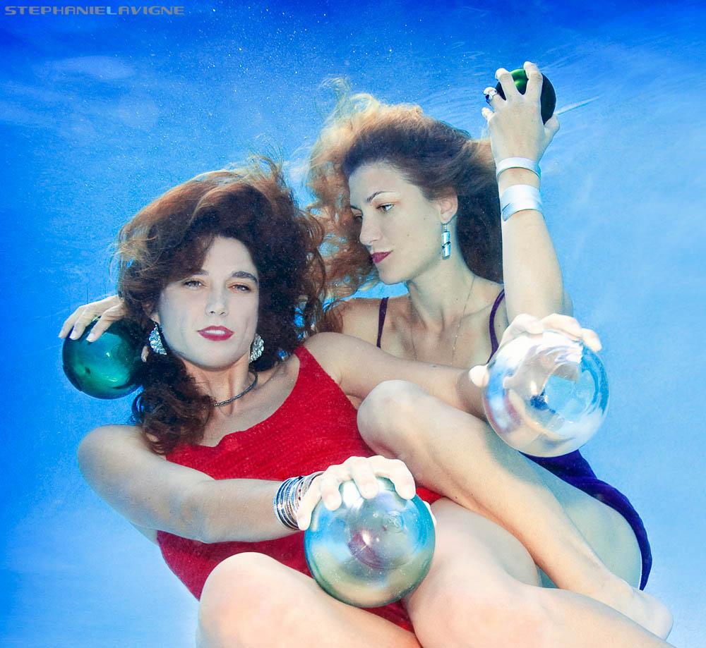 StephLaVigne-Underwater-Models-Glass-Bubbles-9622Sqw.jpg