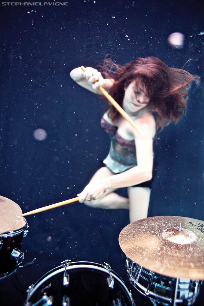 StephLaVigneUW-TomTom-0088-Girl-Drumming-Underwater.jpg
