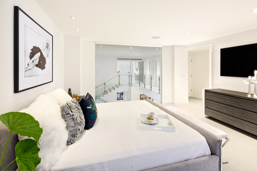 Steph-LaVigne-Contemporary-Interior-MasterBedroom-9168Web.jpg