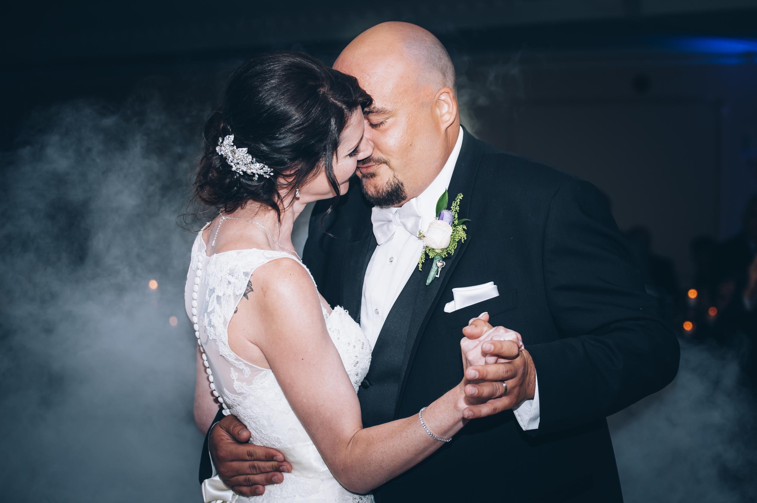 wedding, lifestyle, burlington wedding photographer,love,first dance