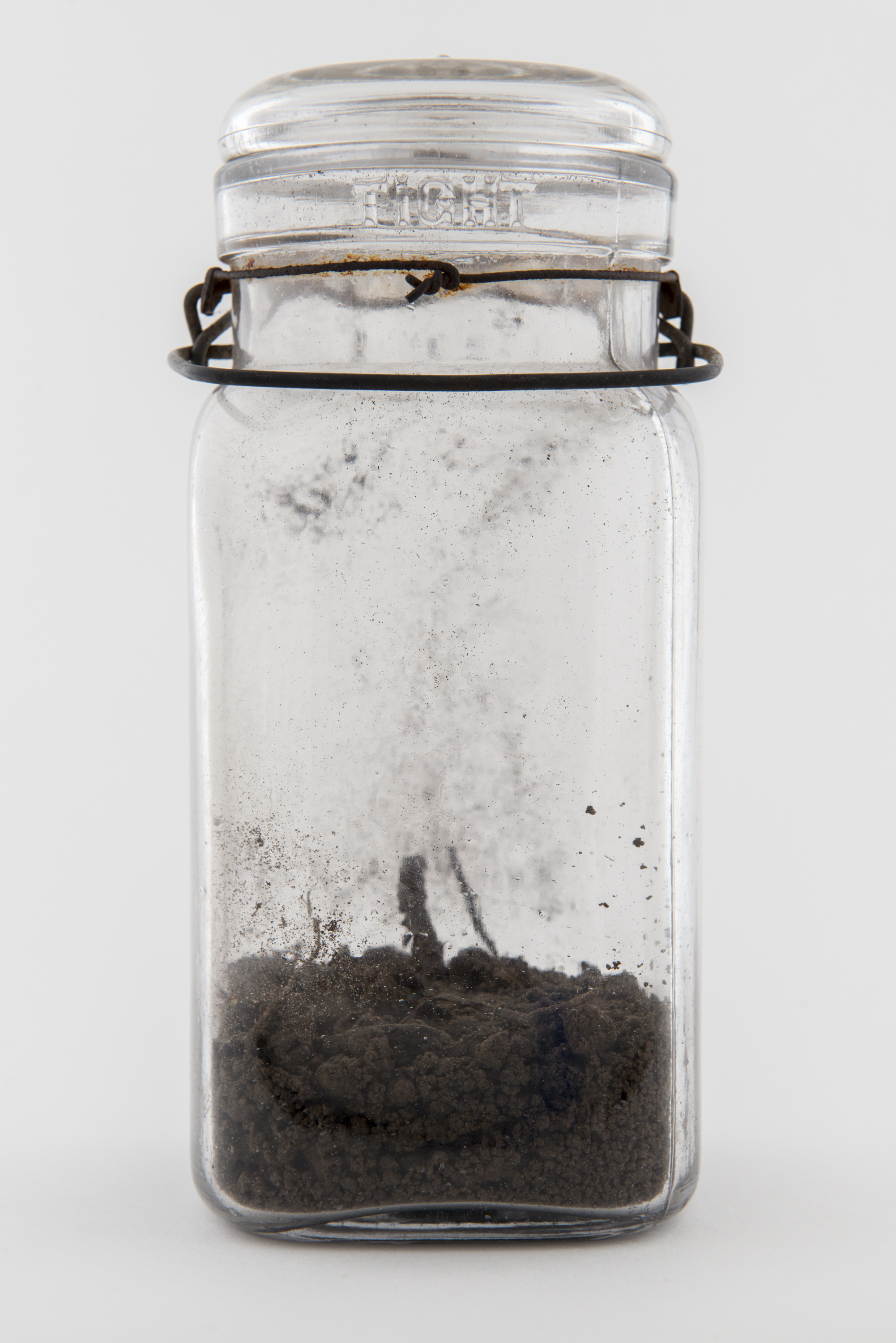 PEGGY TAYLOR REID    One inch of soil: Niagara on the Lake , 2015   Pigment Inkjet