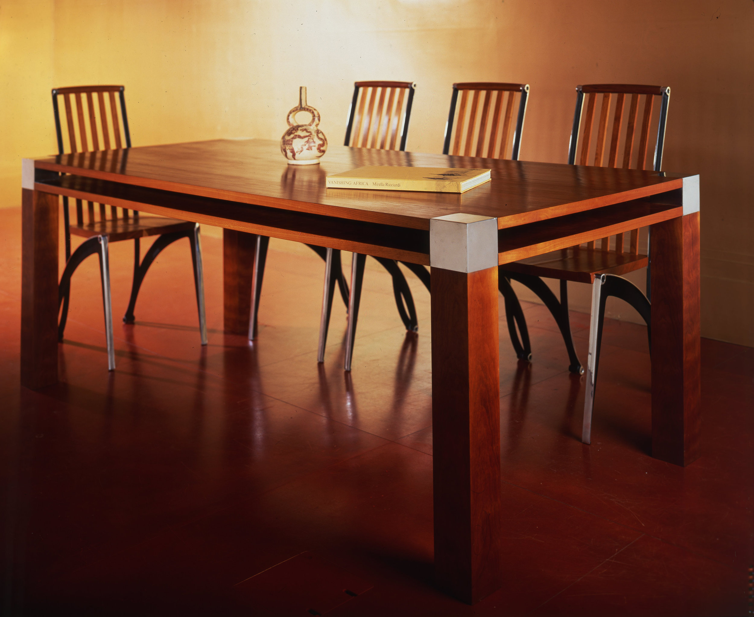 Scanelatto dining table with Màntide dining chairs